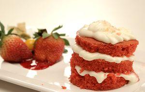 Naked cake com cobertura de açúcar