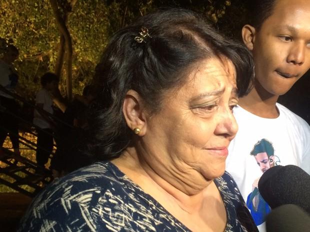Mãe de Cristiano Araújo se emociona ao agradecer fãs e lembrar morte do filho Goiânia Goiás (Foto: Reprodução/TV Anhanguera)