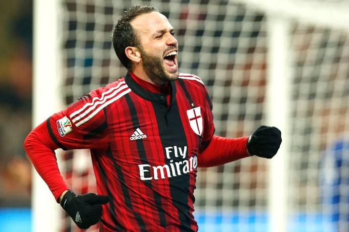 Pazzini comemora gol do Milan (Foto: Agência AP )