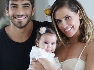 Hugo Moura e Deborah Secco com a filha, Maria Flor (Foto: Reprodução/Instagram)