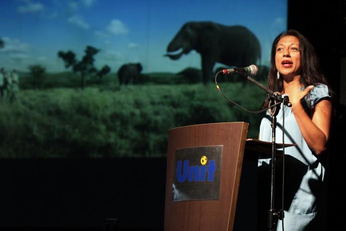Economista Zahira Asmal lança livro sobre os impactos do Mundial na África do Sul no Brasil (Foto: Marcelo Freitas / Divulgação)