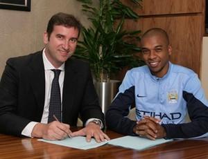 Ferran Soriano Fernandinho Manchester City (Foto: Reprodução / Site Oficial)
