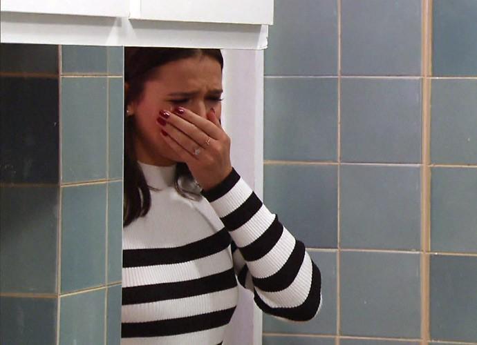 Logo na entrada, Bruna não conteve as lágrimas (Foto: Globo)