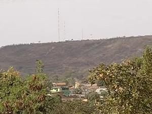 Corpos das vítimas foram encontrados na Serra das Areias, em Aparecida de Goiânia (Foto: Reprodução/TV Anhanguera)