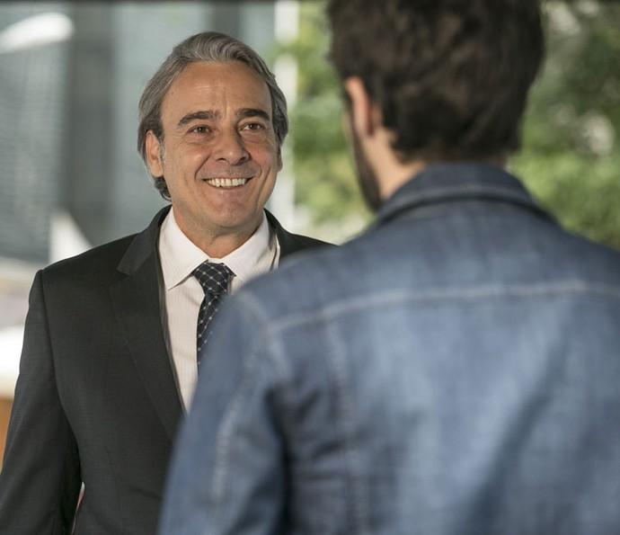 Aparício fica contente com a notícia (Foto: Raphael Dias/Gshow)