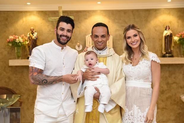 Gusttavo Lima e Andressa Suita batizam o filho, Gabriel (Foto: Divulgação)