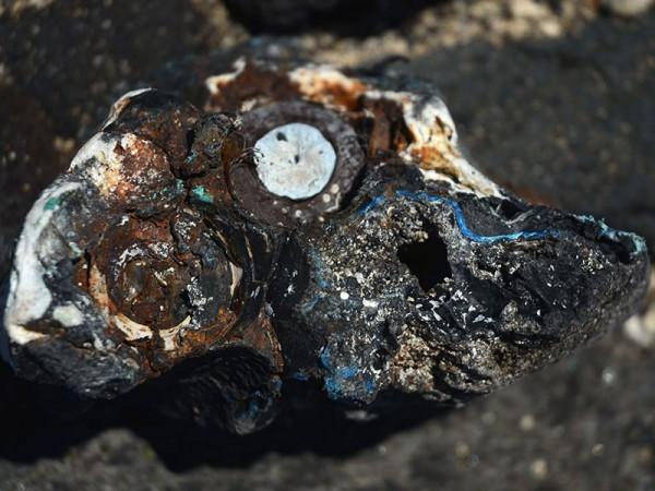 Plastiglomerato coletado em uma praia havaiana (Foto: reprodução)