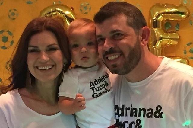 Adriana Garambone com o filho, Gael, e o marido, Arthur (Foto: Arquivo pessoal)