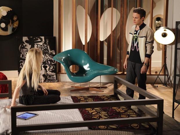 Danilo saca que a prima está armando para manter Davi ao seu lado. E agora, Megan? (Foto: Pedro Curi/ TV Globo)