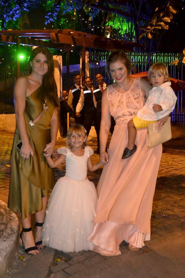 MAriah Rocha e Leandra Leal -  Casamento Sophie Charlotte e Daniel de Oliveira (Foto: Roberto Teixeira/EGO)