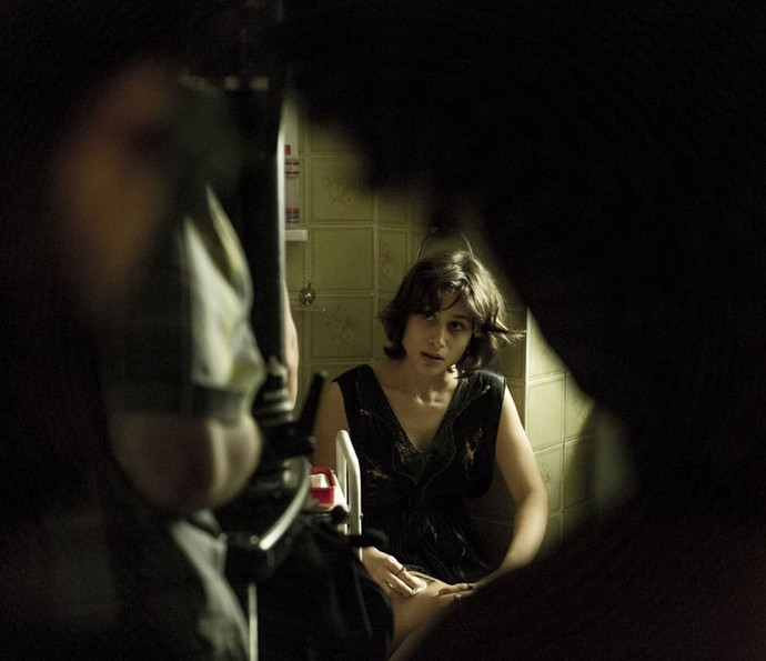 Luisa Arraes mostra a dramaticidade de sua personagem em clique escondido (Foto: Ellen Soares/Gshow)