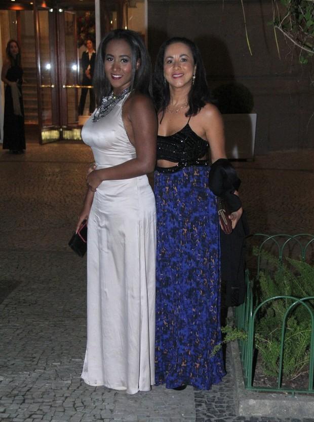 Regina e Victoria, mulher e filha de Toni Garrido (Foto: Thyago Andrade/ Brazil News)