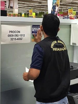 Três supermercados foram autuados por descumpir Lei Municipal (Foto: Divulgação/ Prefeitura de Manaus)