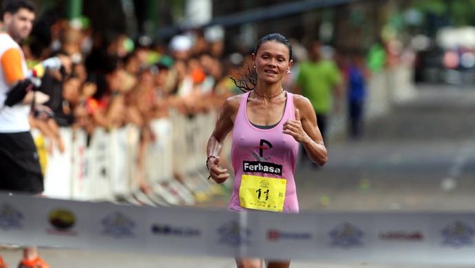 Marily dos Santos, vencedora da Corrida do Círio 2015  (Foto: Tarso Sarraf/O Liberal)