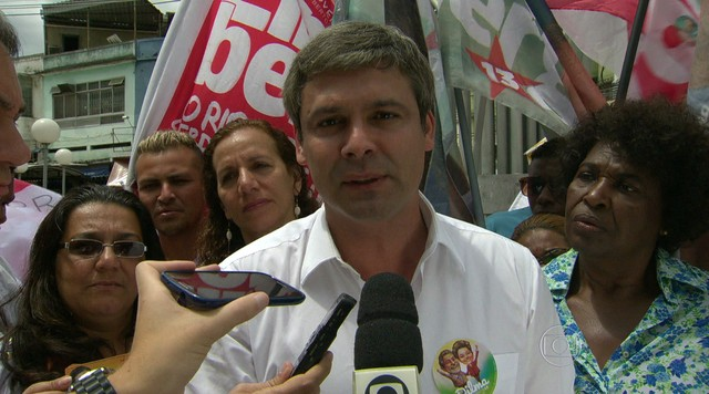 Lindberg Farias faz campanha na Baixada Fluminense