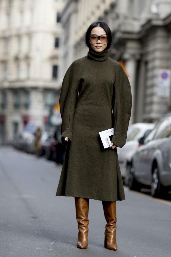 Looks monocromáticos e botas alongadas, um mix de sucesso (Foto: imaxtree)