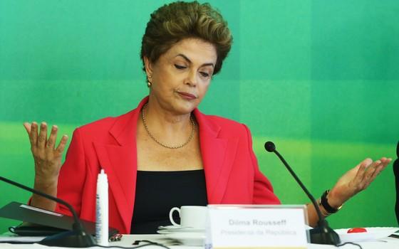 Presidente Dilma Rousseff durante café da manhã com os jornalistas setoriais do Palácio do Planalto (Foto: Aílton de Freitas / Ag. O Globo)