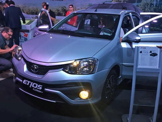 """Toyota Etios Platinum 2017 é apresentado, preços partem de R$ 62.490"""""""