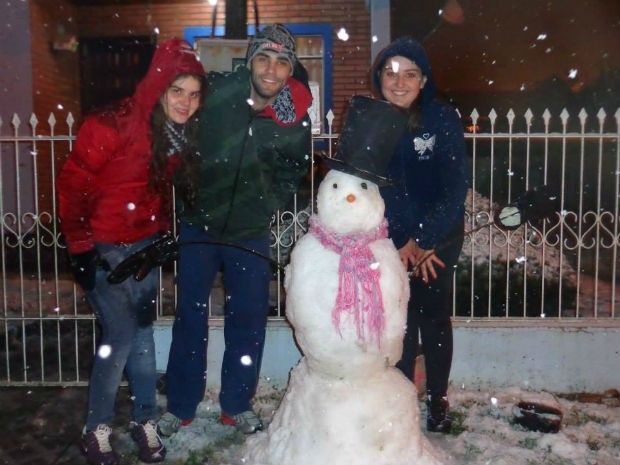 Em Mallet, um grupo fez um boneco de neve  (Foto: Cleverson Firman de Lima / VC no G1)
