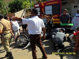 As duas vítimas foram encaminhadas para o hospital e continua internados.  (Foto: Elias Soares)