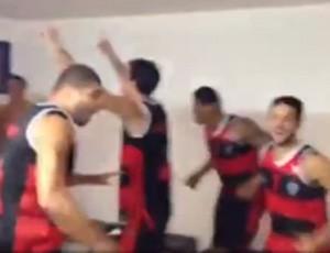 flamengo basquete vestiario grito torcida (Foto: Reprodução )