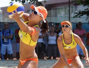 Juliana e Larissa vôlei de praia Klagenfurt (Foto: Divulgação/FIVB)