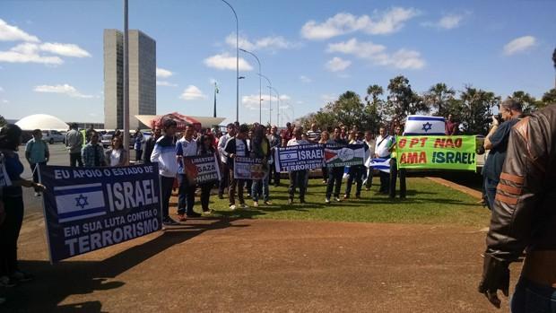 Manifestantes protestaram contra postura do governo brasileiro diante do conflito na Faixa de Gaza (Foto: Dayane Oliveira / G1)