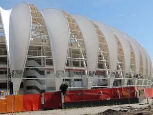 Membrana continuam sendo instaladas no Beira-Rio (Foto: Tomás Hammes / GLOBOESPORTE.COM)