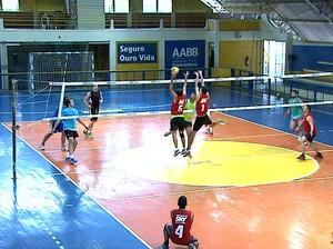 Time da Fameta Verde Vida faz amistoso de vôlei na AABB-AC (Foto: Reprodução/TV Acre)