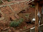 Chuva derruba muro de casa e gera deslizamento de terra em Itapeva, SP
