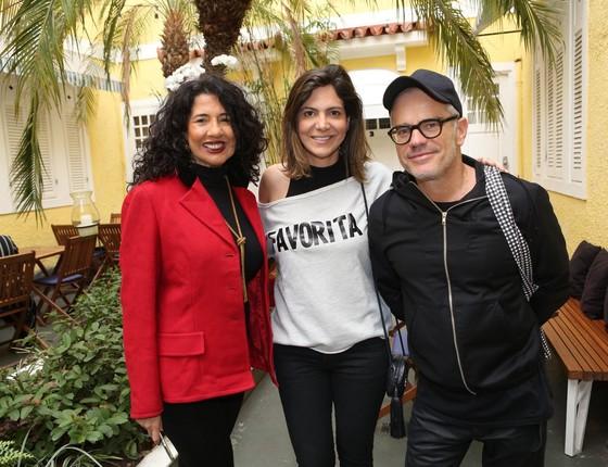 Bianca Teixeira, Carol Sampaio e Giovanni Bianco no lançamento da nova logomarca do Baile da Favorita (Foto: Reginaldo Costa/ Divulgação)