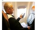 Leitura a bordo: Dorival é flagrado com livro de técnico multicampeão