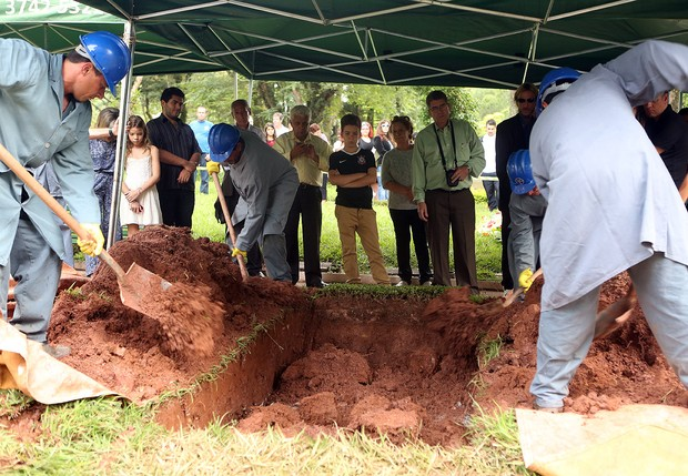 Enterro de Inezita Barroso (Foto: Iwi Onodera / EGO)