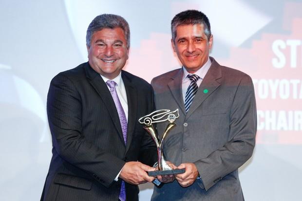 Steve St. Angelo, da Toyota, e Marcus Vinícius Gasques, de Autoesporte (Foto: Ricardo Cardoso)