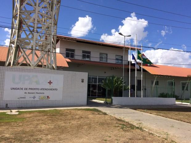 Bebê foi encontrado no banheiro da UPA Dr. Horácio Florêncio (Foto: Edivaldo Coelho/TV Asa Branca)