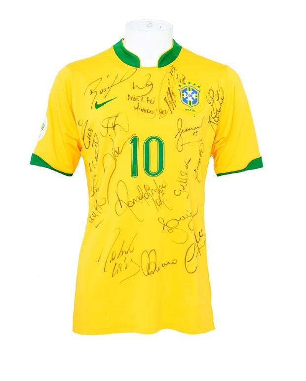 Camisa assinada pela Seleção Brasileira (Foto: Divulgação)