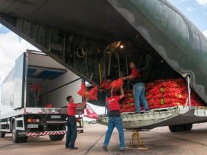 Avião da FAB chega com alimentos ao Acre (Foto: Arison Jardim)