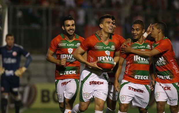 Moises gol Portuguesa (Foto: Marcos Bezerra / Ag. Estado)