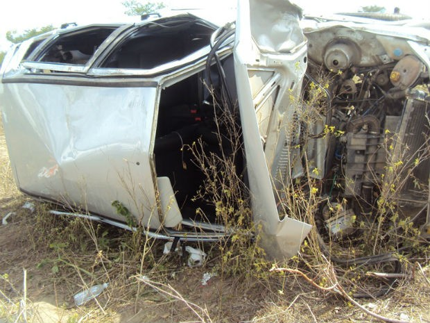 Jovem morre após capotamento na BR-242, entre Sapeaçu e Castro Alves  (Foto: Leandro Alves / PortalBahiaNews.Com)