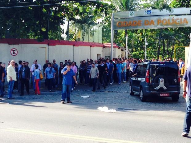 Grupo saiu da Cidade da Polícia em protesto (Foto: Káthia Mello / G1)