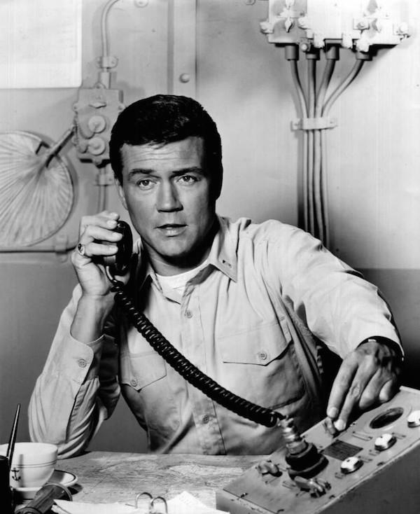 O ator Roger Smith em 77 Sunset Strip (Foto: Reprodução)