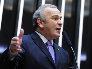 Deputado Júlio Delgado em discurso na Câmara (Foto: Agência Câmara)