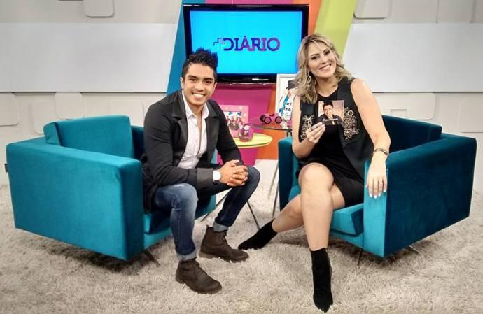 Jessica Leão e o cantor Rafael Augusto (Foto: Reprodução / TV Diário)