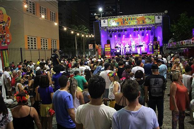 Baile de Máscaras, no Largo do Atheneu, marca a abertura oficial do Carnaval em Natal (Foto: Alex Régis)