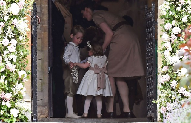 George e Charlotte se preparam para entrar na igreja (Foto: Getty Images)
