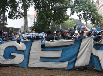 Torcedores se concentraram perto do Olímpico (Foto: Diego Guichard/GloboEsporte.com)