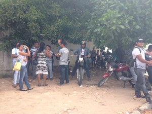 Servidores deixaram o prédio ocupado pelos indígenas alegando que foram avisados sobre possível ato de reintegração de posse (Foto: Emily Costa/ G1 RR)