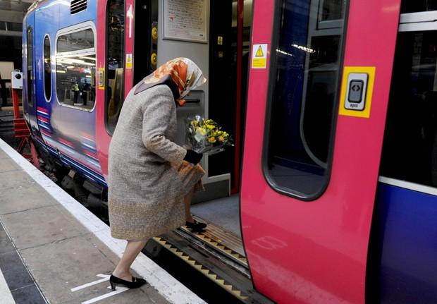 Voz de Phil Sayer alertava sobre existência de vão entre trem e plataforma da estação (Foto: Stefan Rousseau/Reuters)
