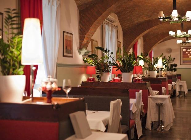 Lotado no almoço, o Vinodol tem cardápio bem carnívoro e atrai locais e turistas em seu salão elegante e no terraço (Foto: Divulgação)