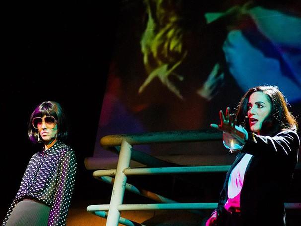 As atrizes Camila Mota e Sylvia Prado interpretam Cacilda Becker (Foto: Jennifer Glass)